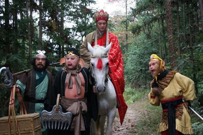 """Bộ phim truyền hình """"Tây Du Ký"""" 1986 luôn được phát sóng lại mỗi dịp hè về. Dù là phim kinh điển được các thế hệ yêu thích, Tây Du Ký vẫn không tránh khỏi những """"hạt sạn""""."""