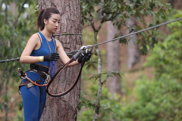 Hoa hậu Mỹ Linh mắc sự cố hớ hênh trang phục trên truyền hình, làm sao để tránh? - 1
