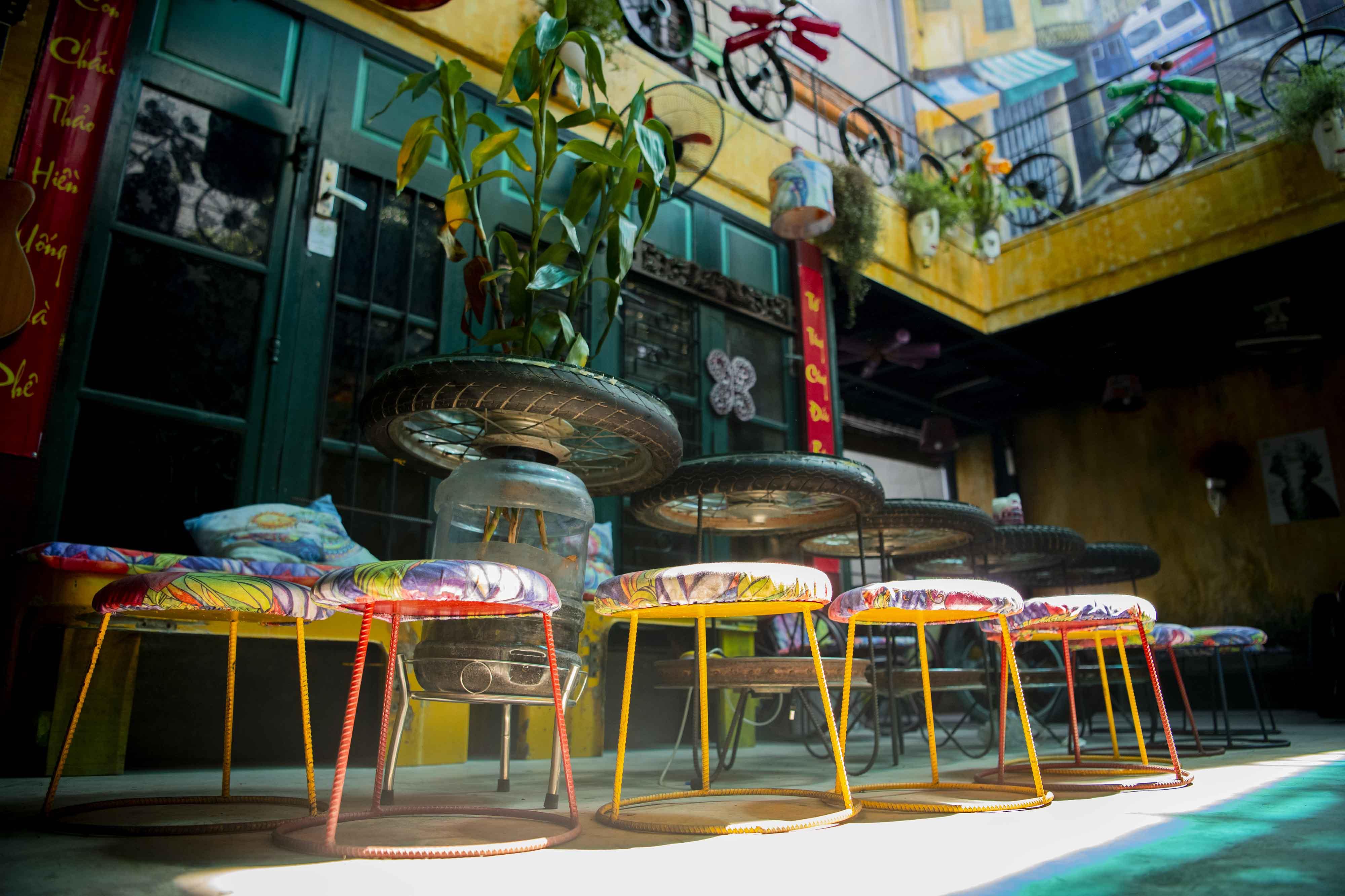 Невероятно красивое кафе из ... хлама в Ханое
