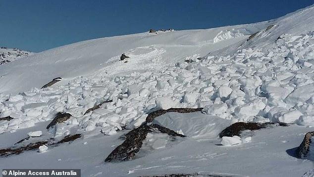 """""""Phép lạ"""" với người đàn ông bị chôn vùi trong vụ lở 1.000 tấn tuyết - 1"""