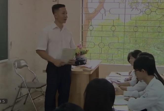 Thầy giáo dạy văn thích đu dây, trèo tường… - 1