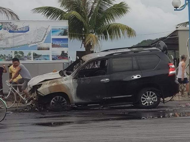 """Lái xe say rượu gây tai nạn, """"xế sang"""" 2 tỷ bốc cháy dữ dội"""