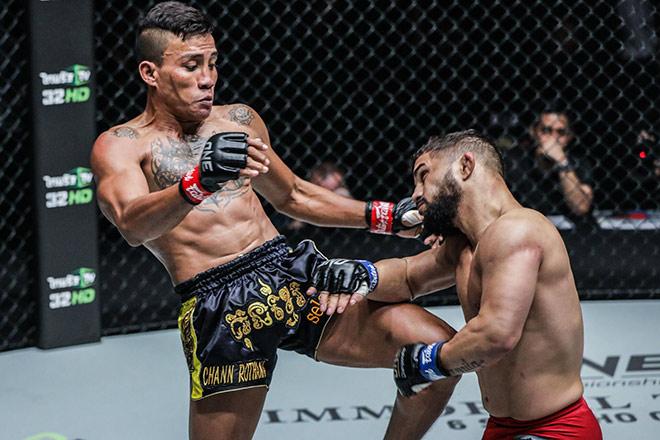 """Chấn động MMA châu Á: """"Quỷ lùn"""" 1m49 nhấc bổng đối thủ - 1"""