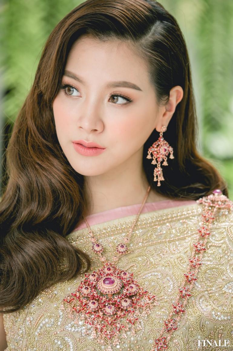Mỹ nhân hàng đầu Thái Lan diện trang phục truyền thống đẹp như nữ thần - 1