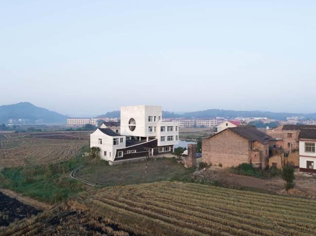Đây là ngôi nhà được một kiến trúc sư thiết kế cho chính gia đình của anh.