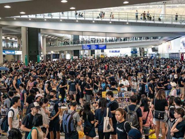 """Tài sản """"bốc hơi"""" nặng nề, đại gia Hong Kong """"đứng ngồi không yên"""""""