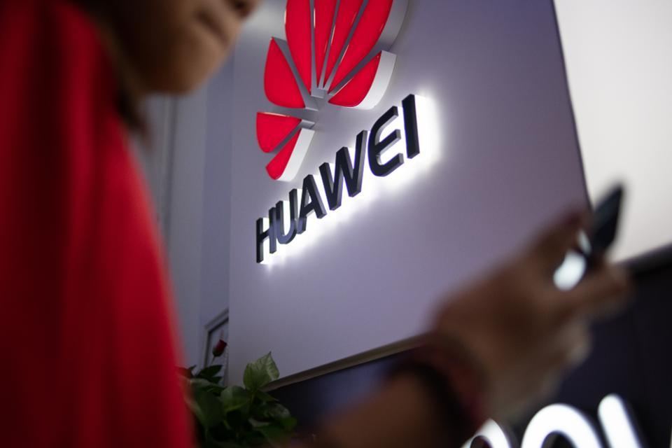 Bất ngờ lý do TT Donald Trump không muốn Mỹ làm ăn với Huawei - 1
