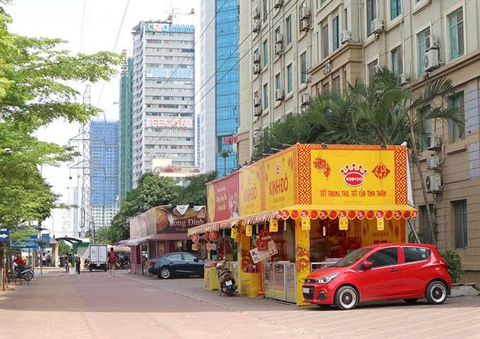 Hà Nội: Thị trường bánh trung thu nhộn nhịp, giá 4 triệu/hộp - 1