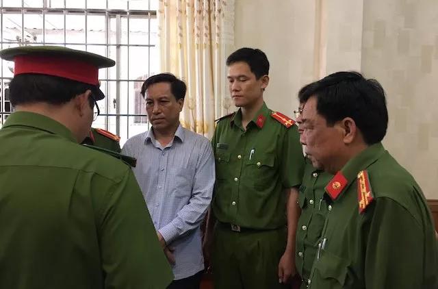 Bắt cựu Chủ tịch, Phó Chủ tịch UBND TP Trà Vinh - 1