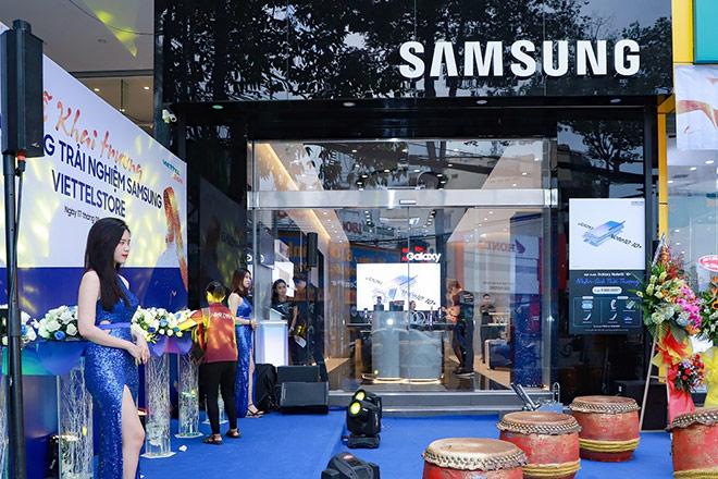 Samsung liên tiếp ra mắt 3 cửa hàng trải nghiệm lớn trên toàn quốc với loạt hoạt động hấp dẫn - 1