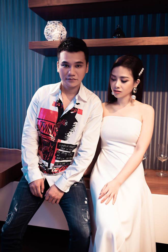 Vợ DJ xinh đẹp của Khắc Việt có ghen khi chồng công khai ôm hôn 'gái lạ'? - 1