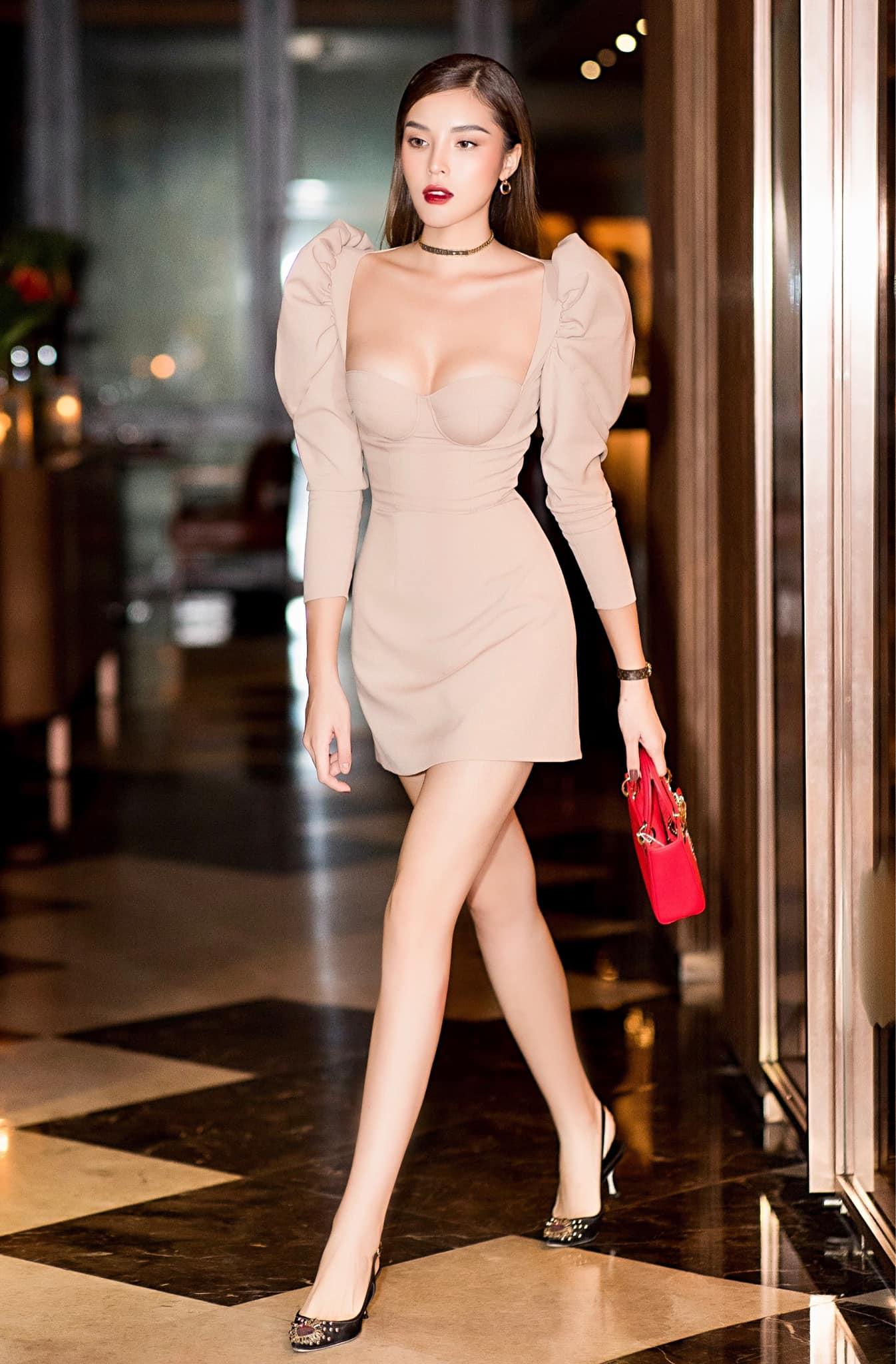 Kỳ Duyên chứng minh mình là hoa hậu mặc bốc lửa nhất với váy cúp - 1