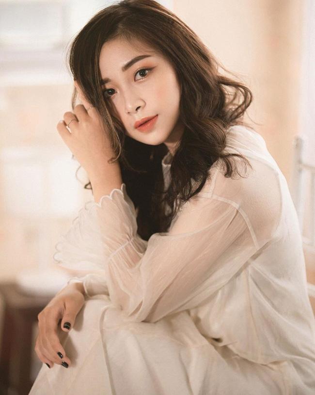 Võ Thị Nhật Linh (sinh viên trường Cao đẳng Sư phạm Nghệ An) từng nổi tiếng trên mạng xã hội với hình ảnh cô giáo mầm non xinh đẹp.