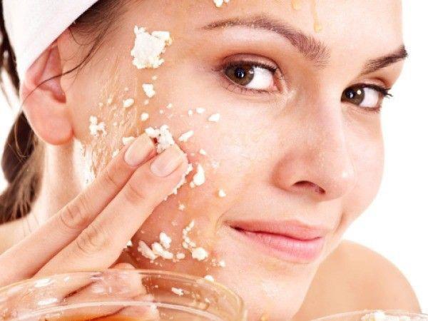 Tẩy da chết có thực sự giúp da đẹp và làm chậm quá trình lão hóa? - 1