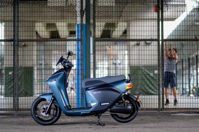 Yamaha EC-05, một xe ga điện mới ra mắt, dựa trên kinh nghiệm từng trải 65 năm của nhà sản xuất xe hai bánh Nhật Bản cho có những nét chậm phá tuyệt diệu.