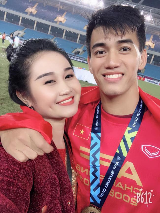Ngọc Quyên (sinh năm 1995, hiện sống và làm việc tại TP.HCM) là bạn gái của cầu thủ Tiến Linh.