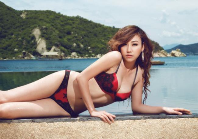 Ngân Khánh được xếp vào danh sách những mỹ nhân sexy bậc nhất của showbiz Việt.