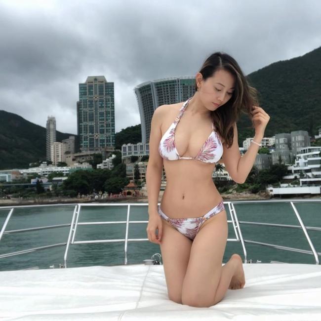 """Viên Gia Mẫn (Candy Yuen Ka Man) là diễn viên, người mẫu nổi tiếng ở Hong Kong. Cô từng tham gia Hoa hậu Hong Kong 2009 và giành giải phụ Hoa hậu Ảnh. Sau khi gia nhập làng giải trí, người đẹp sinh năm 1984 tham gia nhiều bộ phim như """"Tiềm hành truy kích"""", """"Hào tình 3D"""", """"Trai bao"""", """"Thiết thính phong vân"""", """"Sát phá lang 2"""", """"Đổ thành phong vân""""...."""