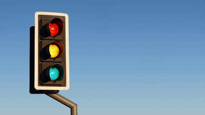 Rẽ phải khi đèn đỏ có vi phạm luật giao thông hay không? - 1