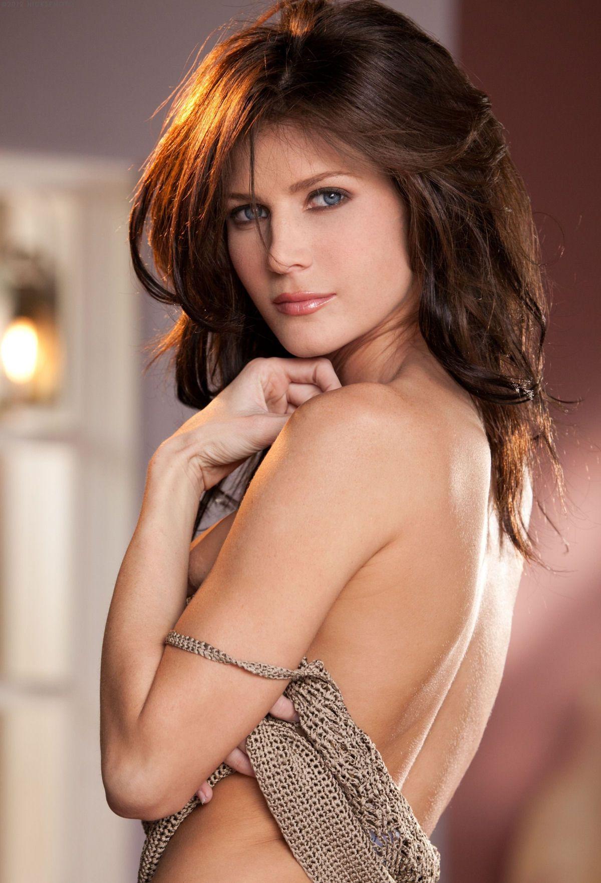 Hết thời, nữ diễn viên đẹp như nữ thần phải sống trong ống cống - 1