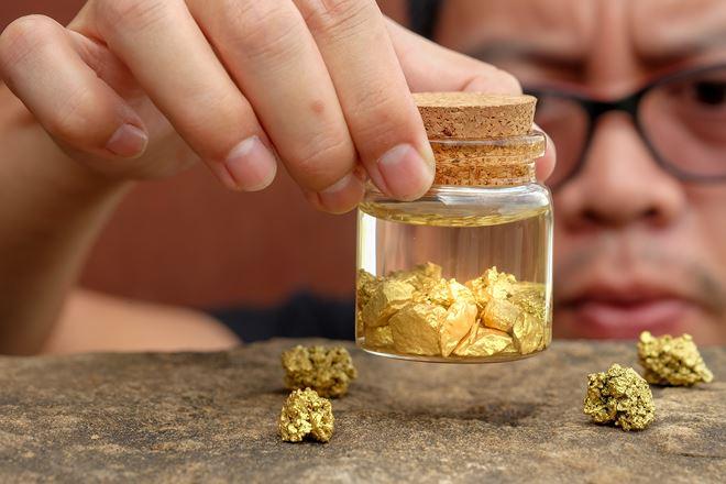"""Giá vàng hôm nay 24/8: Vàng tăng cực khủng sau pha đấu """"đại bác"""" - 1"""