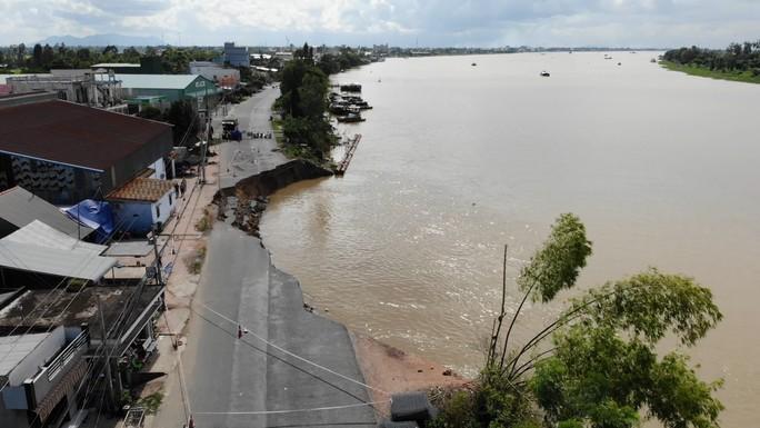 Flycam: Rùng mình với cảnh Quốc lộ 91 ở An Giang bị nuốt chửng - 1