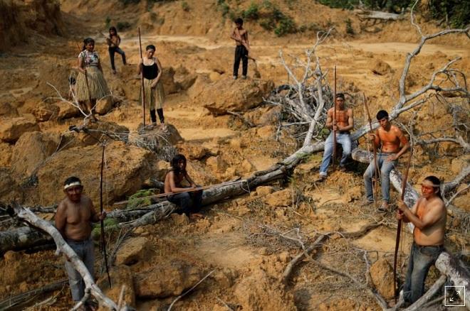 """Bộ lạc nguyên thủy quyết bảo vệ rừng Amazon đến """"giọt máu cuối cùng"""" - 1"""