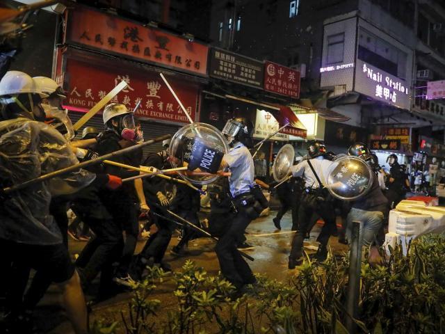 Hong Kong căng như dây đàn, Trung Quốc gửi cảnh báo cứng rắn nhất