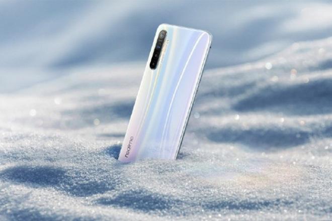 Hình ảnh kết xuất chính thức đầu tiên của Realme XT xuất hiện - 1