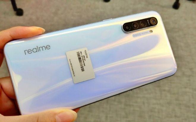 Trên tay hàng nóng Realme XT camera khủng trước giờ G - 1