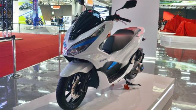 Rò rỉ Honda PCX 150 mới, so găng gay cấn với Yamaha NMax 155 - 1