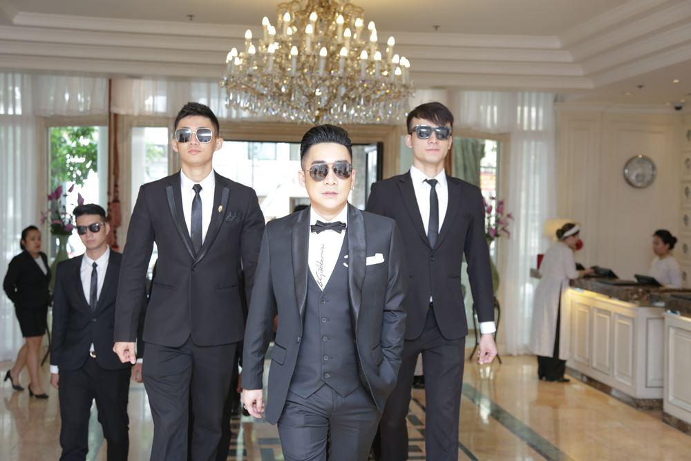 Quang Hà chơi trội làm liveshow tiền tỷ tại Hà Nội - 1