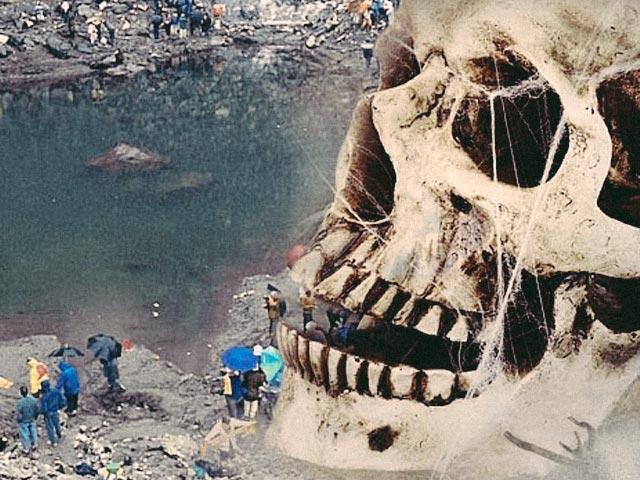 Giải mã bí ẩn hồ xương người bị vùi sâu trên đỉnh núi