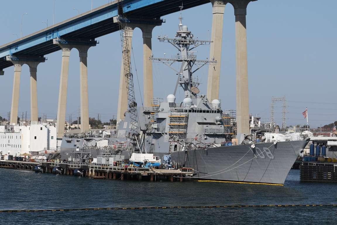 """Giữa căng thẳng, Mỹ điều tàu chiến """"áp sát"""" đảo nhân tạo TQ xây trái phép trên Biển Đông - 1"""