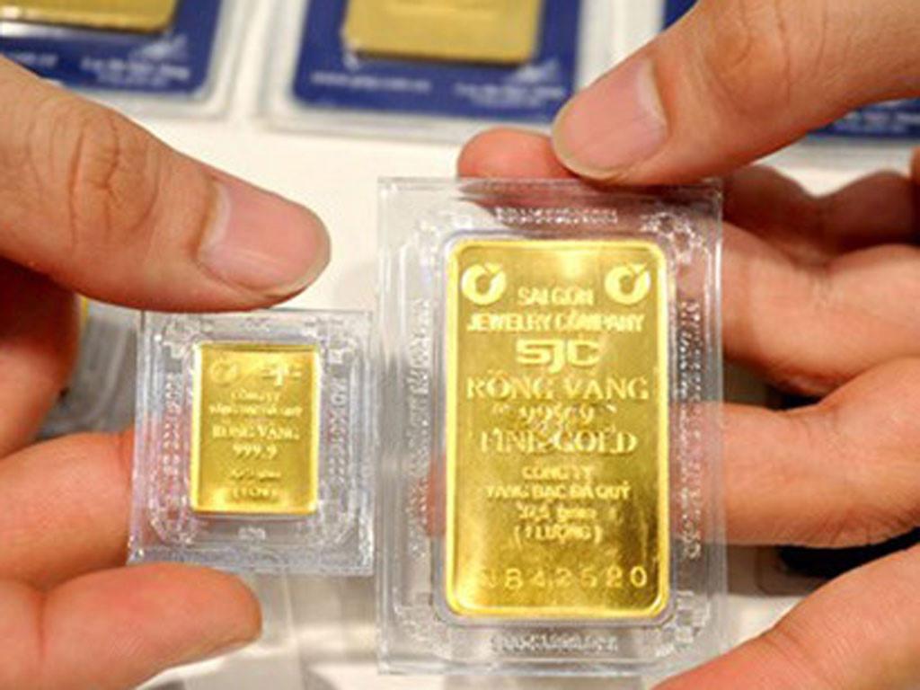Giá vàng hôm nay 31/8: Vàng lao dốc mạnh sau tiết lộ mới - 1