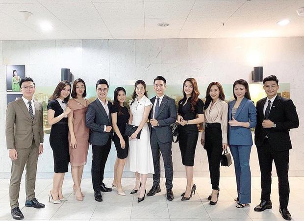 Cách mặc thời trang công sở duyên dáng như hoa hậu Mỹ Linh - 1