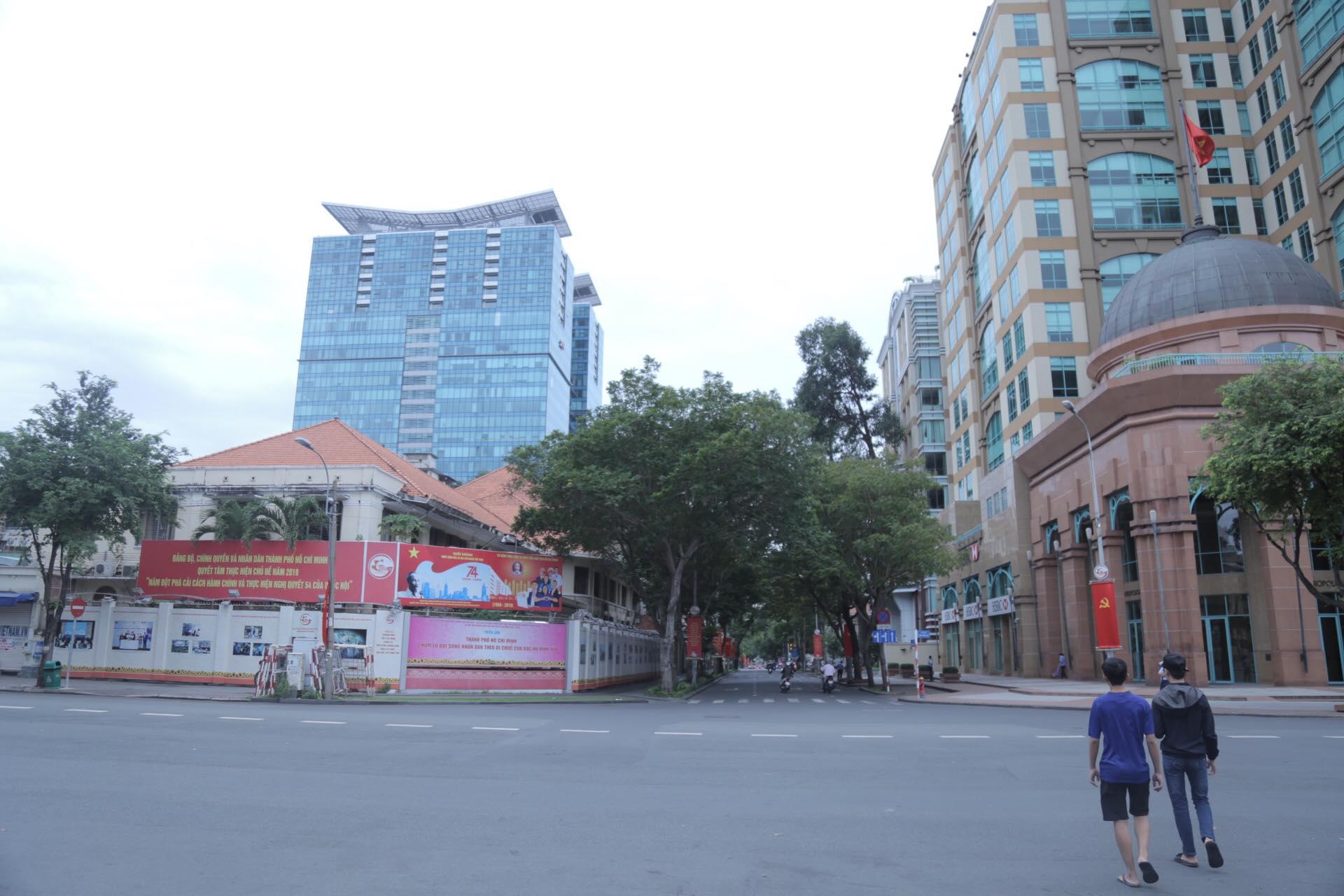 """Diện mạo """"lạ"""" của Sài Gòn trong ngày Tết độc lập của đất nước làm người dân thích thú - 1"""