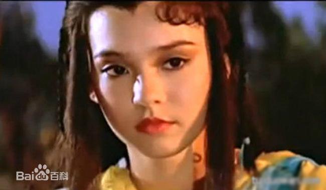 """Ông Tĩnh Tinh là nữ diễn viên gốc Việt từng được mệnh danh """"Tiểu Long Nữ""""."""