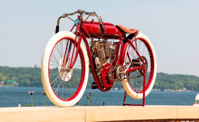 1912 Indian Board Track Racer được phục chế bởi chuyên gia Jim Prosper đẹp mê ly có giá ước chừng lên tới 175.000 USD (4,061 tỷ VNĐ).
