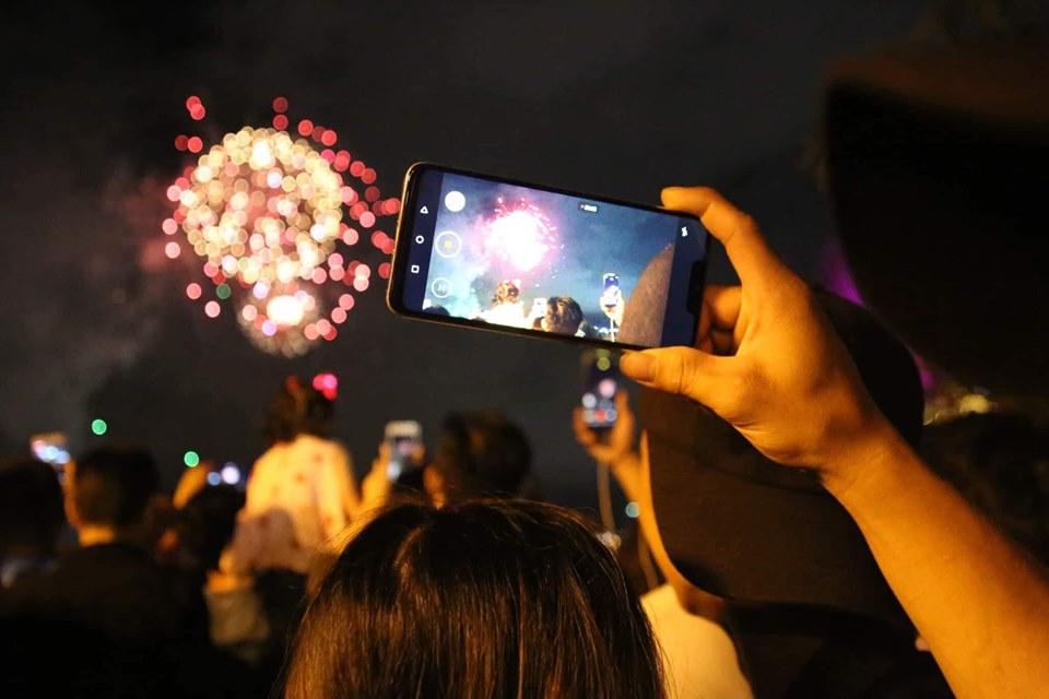 Pháo hoa rực sáng trên bầu trời Sài Gòn mừng ngày Quốc khánh - 1