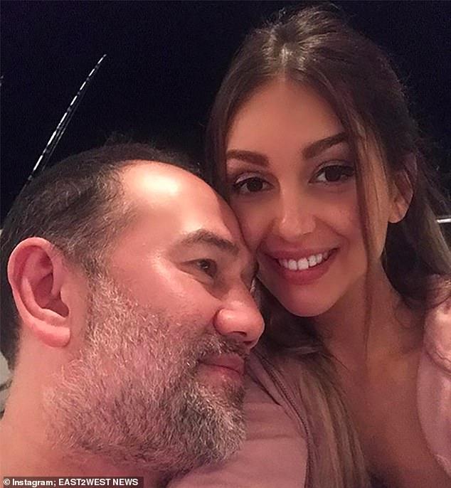 Người đẹp Nga chật vật nuôi con, dọa tiết lộ chuyện hôn nhân với cựu vương Malaysia - 1