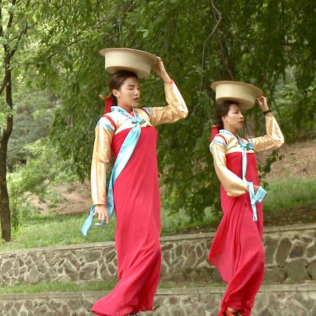 Kỳ Duyên tự nhận mặc hanbok thẳng đuột như thước kẻ - 1