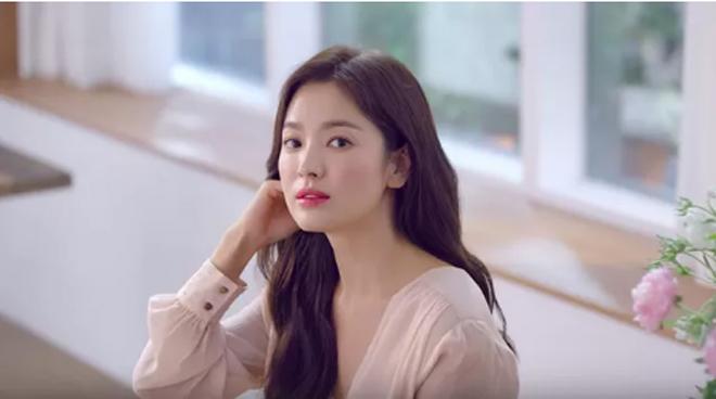 Sau ly hôn chồng trẻ, nhan sắc Song Hye Kyo làm nhiều người choáng ngợp - 1