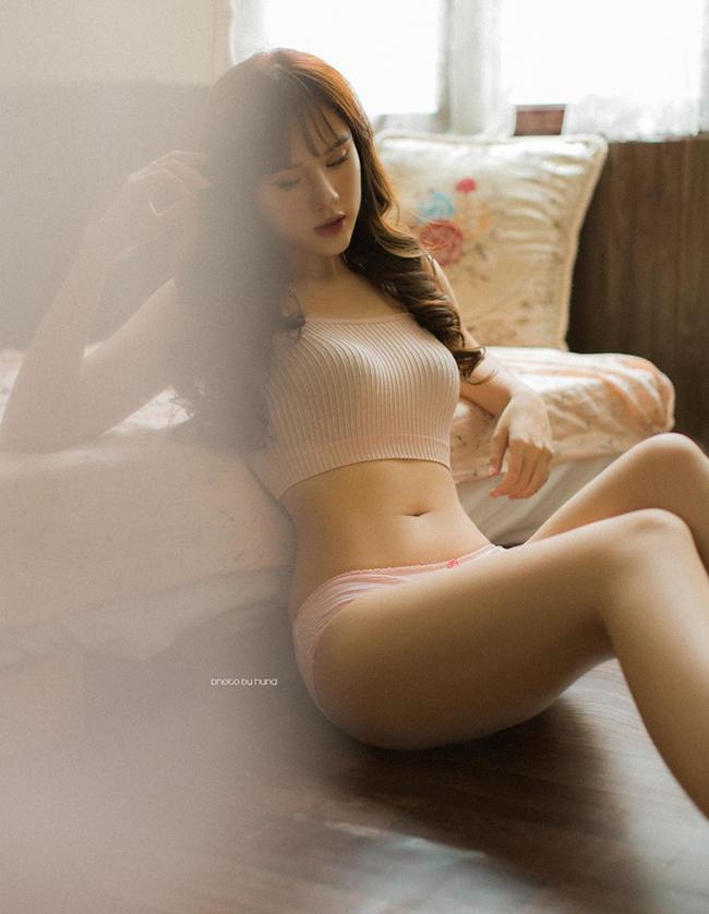 Nguyễn Huyền Trang được biết đến với danh xưngbạn gái tiền vệNguyễn Trọng Đại.