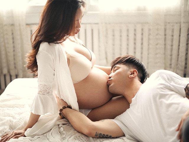 Vợ siêu mẫu của Ưng Hoàng Phúc sexy bên chồng dù bụng bầu vượt mặt