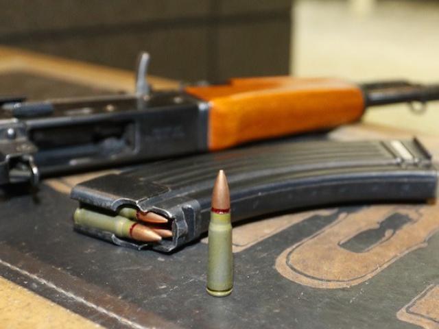 Khẩu súng AK47 trong game Half-Life có gì đặc biệt?