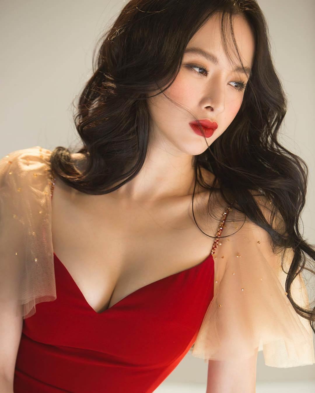 Phong cách thời trang của Angela Phương Trinh sau khi xong khóa tu dài - 1