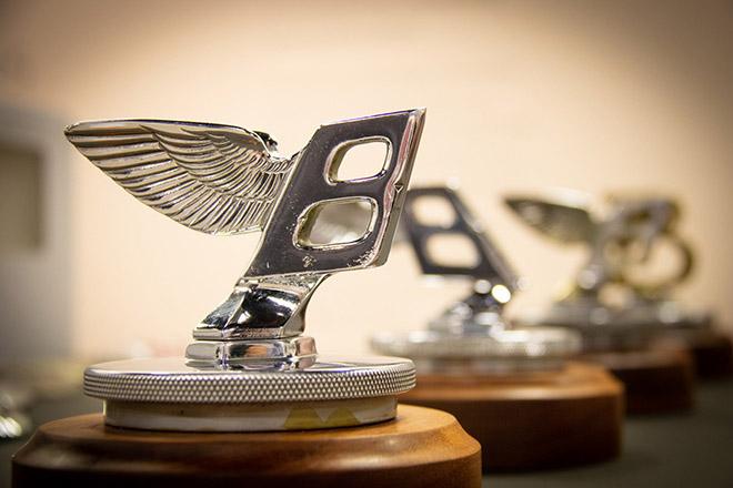 Bentley Flying Spur thế hệ mới sẽ mang trên mình biểu tượng Flying B - 1