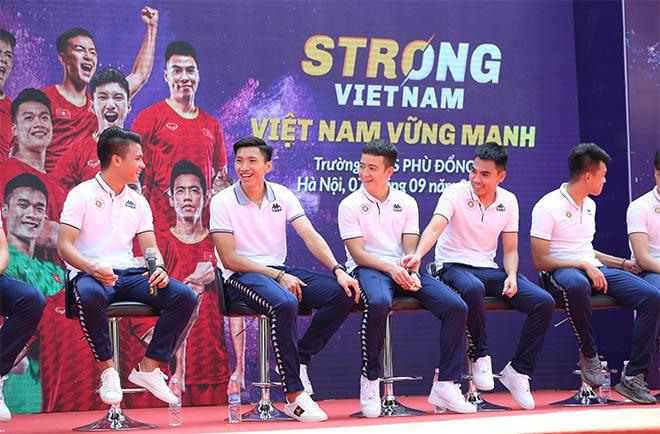 Văn Hậu hé lộ tham vọng ở Hà Lan, Quang Hải truyền cảm hứng cho học sinh cấp 2 - 1