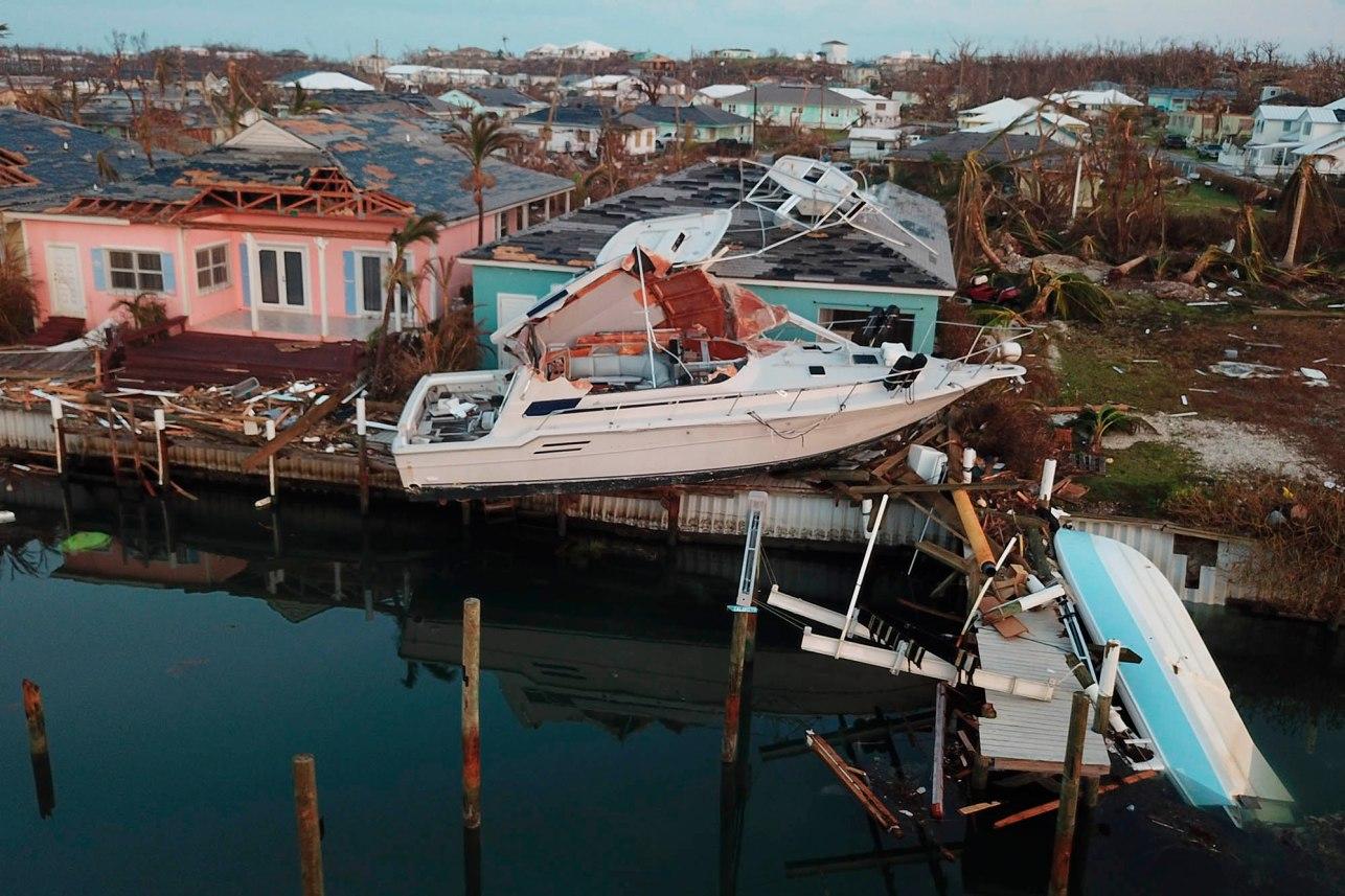 Sự tàn khốc của siêu bão Dorian: Số người thiệt mạng có thể lên tới cả ngàn - 1